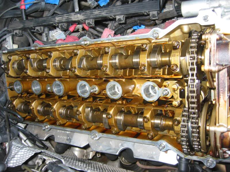A clean engine from an owner who changes his oil every 5,000 miles. Photo by Jackcat559 via Bimmerforums