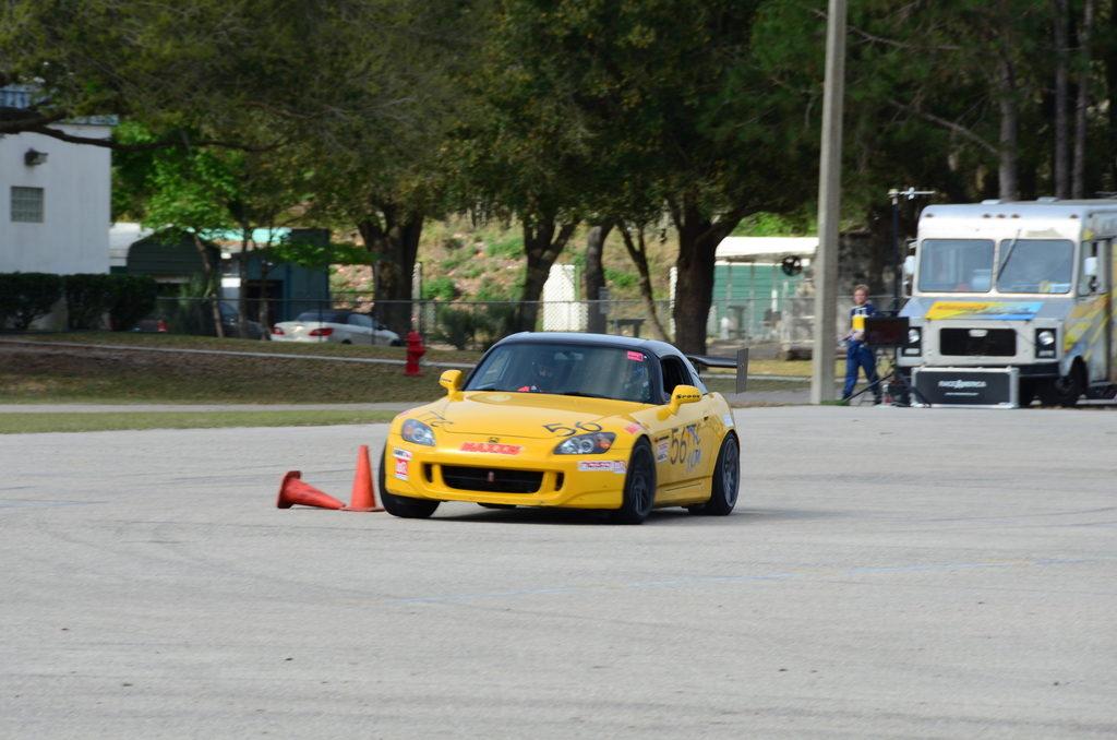 Honda_S2000_Forgestar_F14_17x10_Gunmetal_yellow_inuse_img001