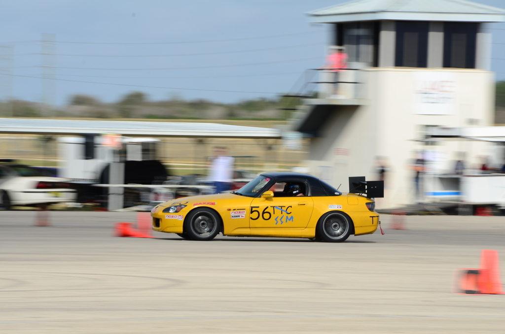 Honda_S2000_Forgestar_F14_17x10_Gunmetal_yellow_inuse_img002
